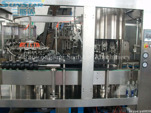 Carbonated Wine Washing Filling Capping Machine 3in1 For Glass Bottle And Aluminium Cap